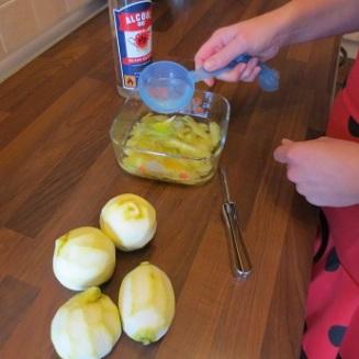 ...som blandas med citronskalet