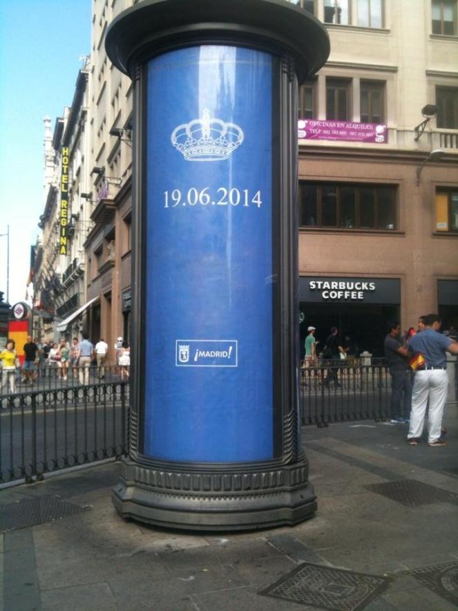 All reklam längs kortegevägen var utbytt mot dagens datum eller en spansk flagga.
